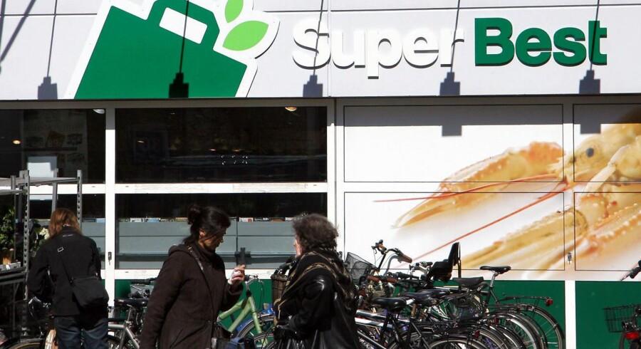 Discount-bølgen ruller indover landet, og det går ud over SuperBest-butikkerne.