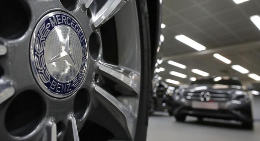 Hos denne Mercedes-forhandler i Paris kan du købe lige den model, du har lyst til. Men du skal ikke regne med nogensinde at få bilen leveret. Det skyldes myndighedernes salgsforbud.