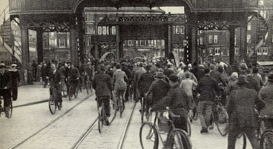 Trængselsproblemer på Knippelsbro omkring 1935. København før og nu, bind IV.