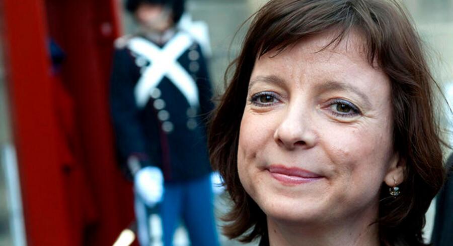 Den nye socialminister Karen Ellemann vil hjælpe danskere, der er kommet i klemme med stor gæld.