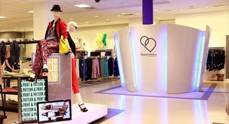 Her er scanneren som virksomheden Bodymetrics har sat op i en Bloomingdales butik i Californien.