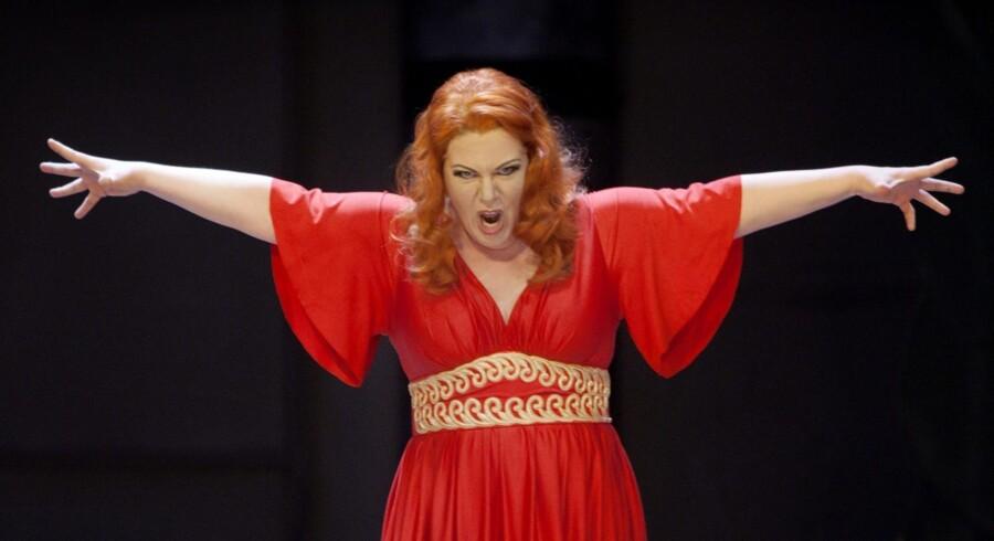 Billedet på forsiden er fra Malmø Operaens opsætning af »Parsifal« sidste år med AnnLouice Lögdlund i rollen som Kundry.