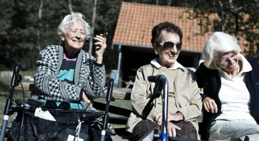 Flere og flere ældre skal fremover forsørges af færre og færre på arbejdsmarkedet.