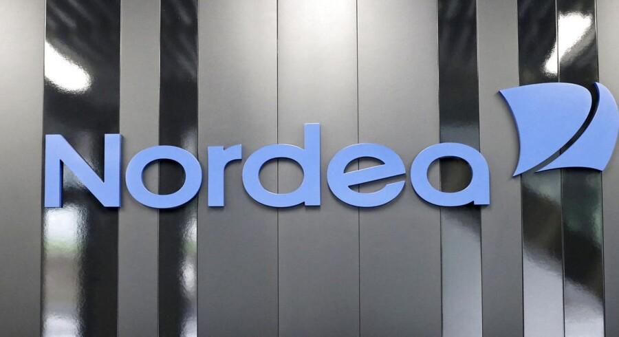 Det klinger hult, når direktørerne i Nordea Liv & Pension og SEB Pension kritiserer konkurrenterne PFA Pension og Danica for at betale for lidt til kunderne, når disse opgiver garantien og skifter til et markedsrenteprodukt. Det mener aktuar og pensionsmægler Jørgen Svendsen.
