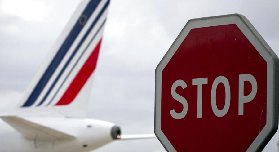 Hvis man planlægger at mellemlande i Syriens hovedstad, Damaskus, er det en god ting at huske kontanter. Det har Air France nu måttet sande.