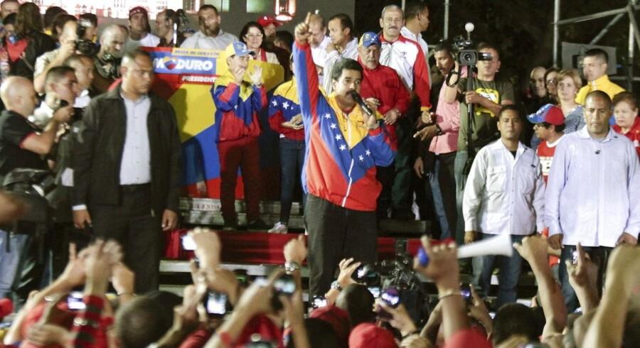 Nicolas Maduro kan næsten ikke få armene ned, efter at have vundet magten i Venezuela. Men det skal han nu nok få, spår økonomer.