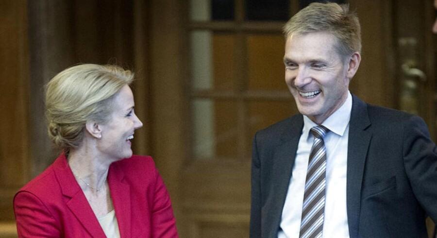 Det er muligt, at de kan hyggesnakke i Folketinget, men mere bliver det ikke til mellem Socialdemokraterne og Dansk Folkeparti, mener Berlingskes kommentator, Thomas Larsen.