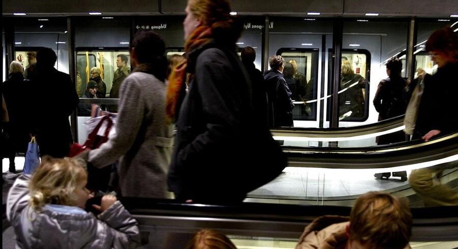 Trafikministeren frygter, at der vil opstå kaos, hvis passagerer også kan tage cyklen gratis med i Metroen, ligesom det i flere år har været muligt i S-toget og på lokalbanerne.