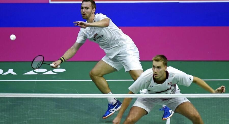 Danskerne tabte lørdag All England-semifinalen til indoneserne Marcus Fernaldi Gideon og Kevin Sanjaya Sukamuljo med 11-21, 19-21.
