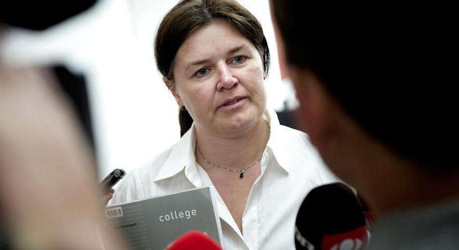 SFs retsordfører, Karina Lorentzen, vil med et nyt beslutningsforslag pålægge regeringen at ændre reglerne for straffeattester senest ved udgangen af næste folketingssamling.