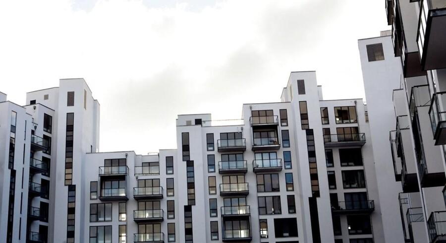 Udbuddet af lejligheder falder, og flere steder i landet er priserne stabiliseret. Der er dog også postnumre, hvor priserne på ejerlejligheder stadig vender nedad.