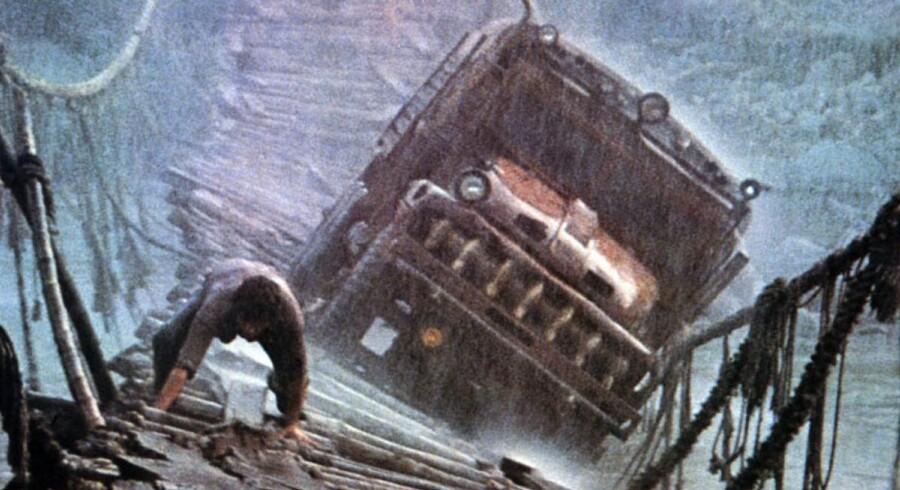 Turen med lastbil over en hængebro i monsunregn er blot et af mange højdepunkter. PR-foto
