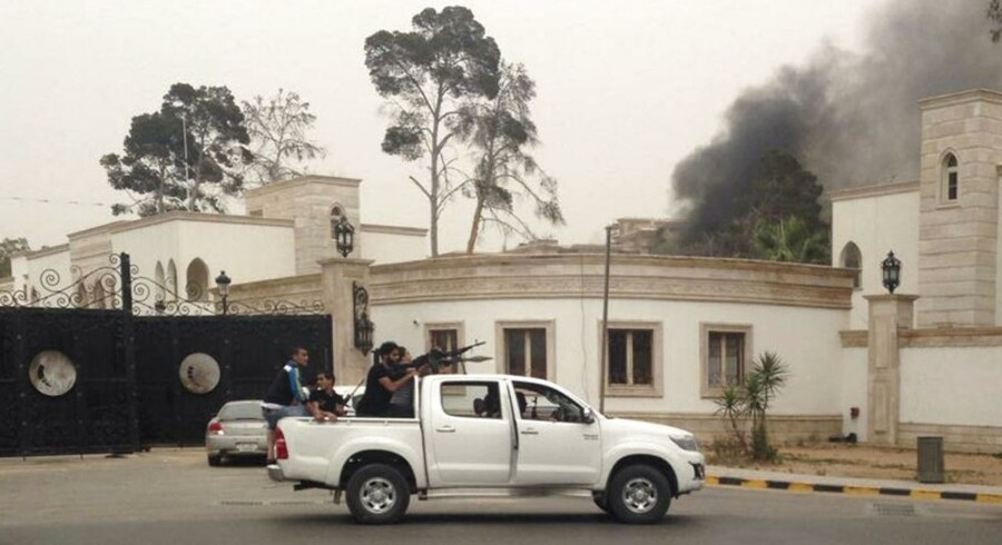 Bevæbnede mænd i Tripoli 18. maj. Libyen er ramt af nogle af de hårdeste kampe siden 2011, hvor den tidligere diktator Muammar Gaddafi blev afsat.
