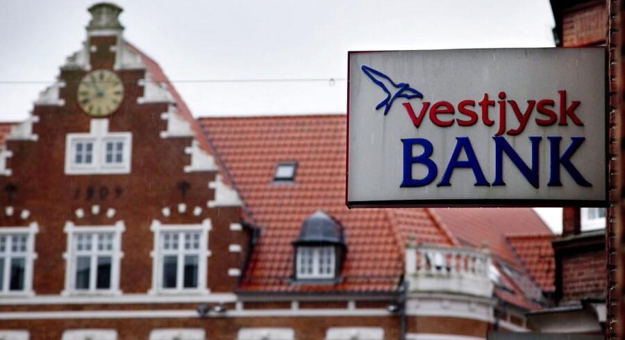 Vestjysk Bank kæmper med at øge sin kapitalbuffer, og kan med stor sandsynlighed se frem til store nedskrivninger i årsregnskabet for 2013