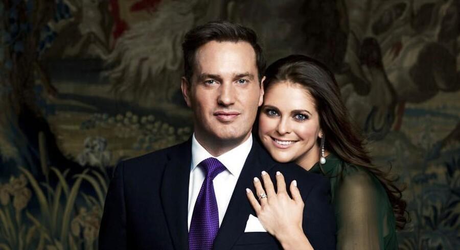 Ifølge den svenske avis, Expressen, får nyhedshungrede kongelige fans først flere detaljer om Madeleine og Chris O'Neills datter i aften. Foto fra forlovelsen.