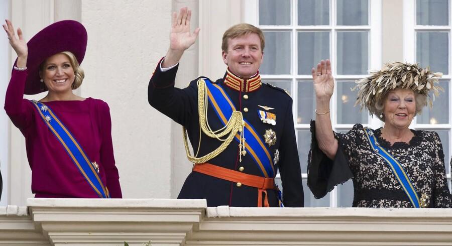 Mandag aften meldelte Dronning Beatrix den hollandske befolkning at hun træder tilbage fra tronen. Sønnen Willem-Alexander bliver konge af Holland og hans hustru prinsesse Maxima bliver dronning.