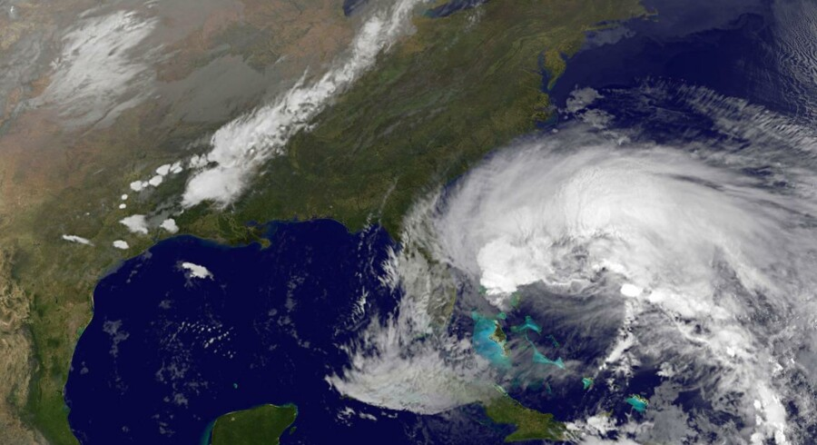 Den tropiske orkan Sandy har retning mod den amerikanske østkyst. På tirsdag ventes den at gå i land nær New York City. Foto: NASA