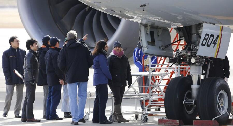 Personale fra Boeing, All Nippon Airways samt flymyndighederne U.S. National Transportation Safety Board og Federal Aviation Administration undersøger den 787 Dreamliner, som onsdag 16. januar måtte foretage en sikkerhedslanding i Takamatsu i Japan.