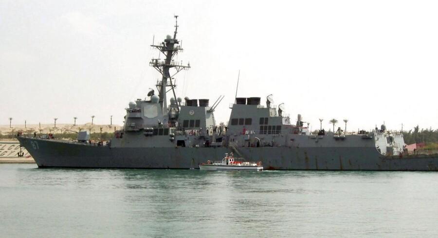 Det kommende missilforsvar bliver mobilt, primært placeret på krigsskibe. Her er det den amerikanske destroyer USS Mason, der viser tænder i Suezkanalen 12. marts 2011.