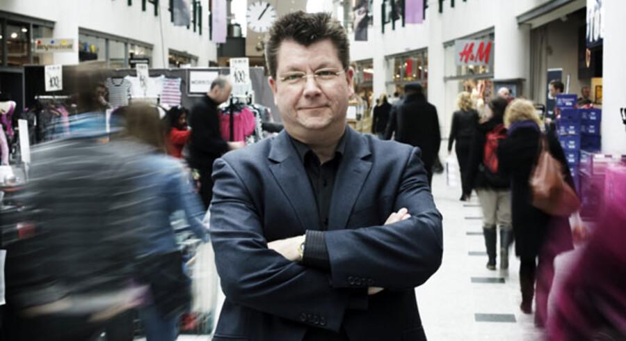 Mogens Bjerre, forsker i forbrugeradfærd ved Copenhagen Business School, vurderer , at de udvidede åbningstider i supermarkederne vil komme til at koste for eksempelvis de selvstændige kiosker. Foto: