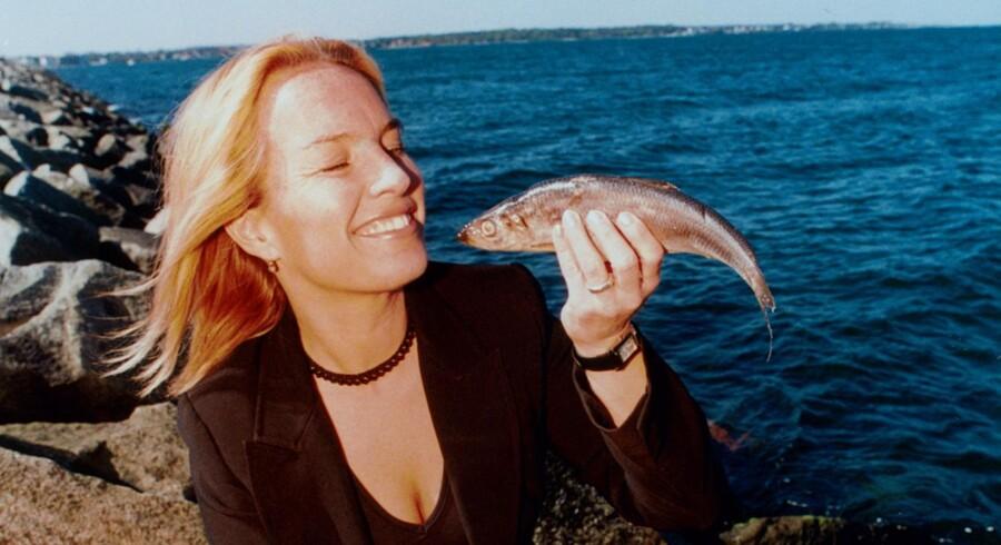1999: Lene Espersen, MF Konservative Folkeparti, i sin hjemby Hirtshals for at deltage som dommer i kåringen af Årets sild.