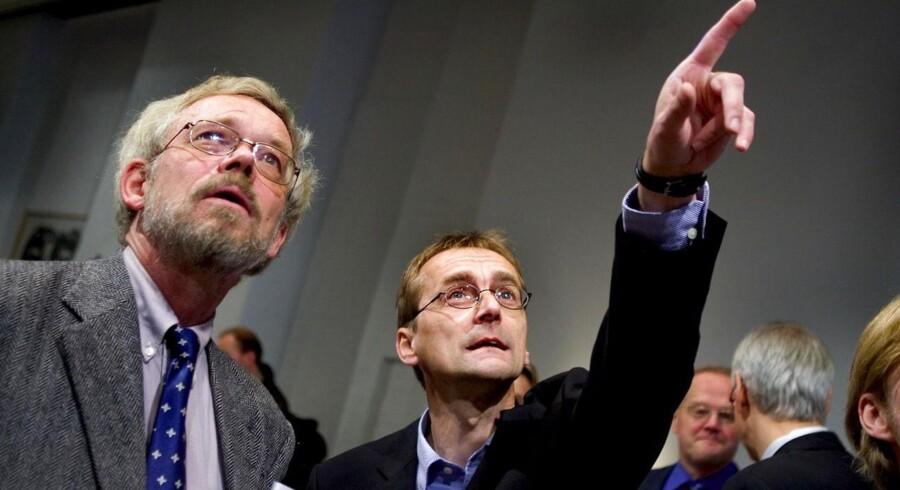 Økonomiprofessor på Aarhus Universitet Torben M. Andersen(th) er blandt de økonomer der ikke mener at finanspolitikken bør lempes.