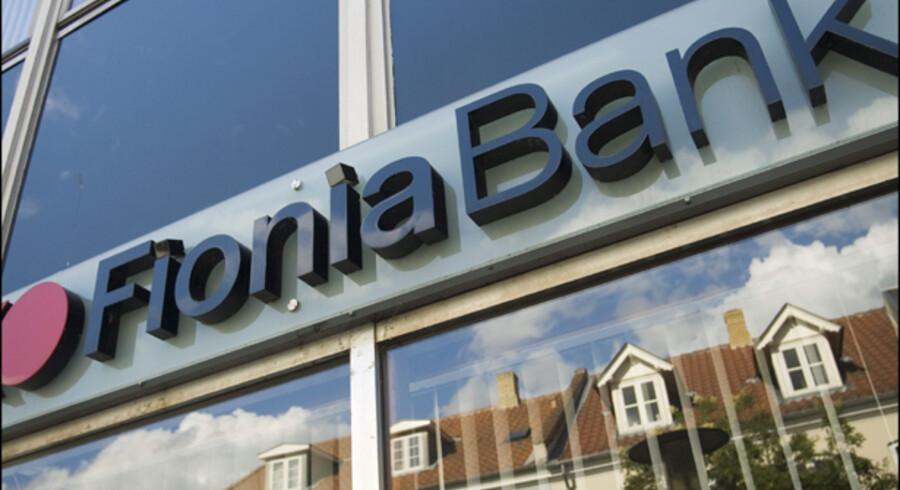 Fionia Bank vil nu afskedige hver tiende medarbejder. Men selvom 19 banker har skåret i medarbejderstaben siden september, er vi langt fra krisen først i 1990erne, der kostede over 14.000 stillinger.