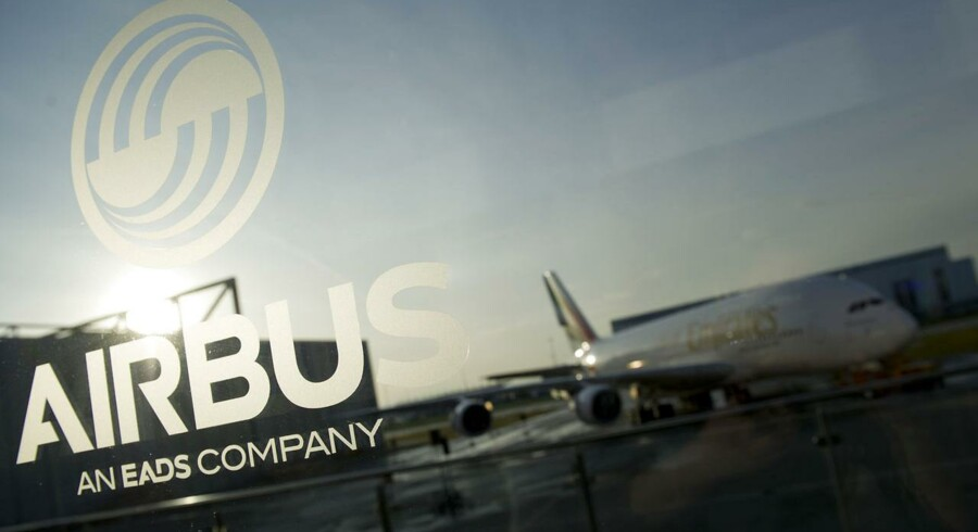 Flyproducenten EADS har i forbindelse med sit seneste regnskab proklameret, at det vil ændre navn til Airbus - hvilket hidtil har været navnet på dets passagerfly-division.