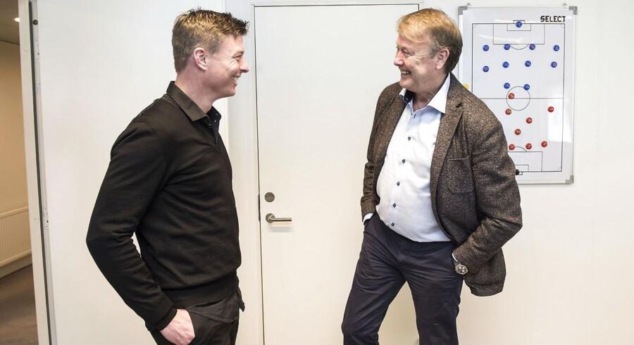 Jon Dahl Tomasson (tv) præsenteres som ny assistent på det danske fodboldlandshold i Fodboldens Hus i Brøndby, her sammen med landstræner Åge Hareide.