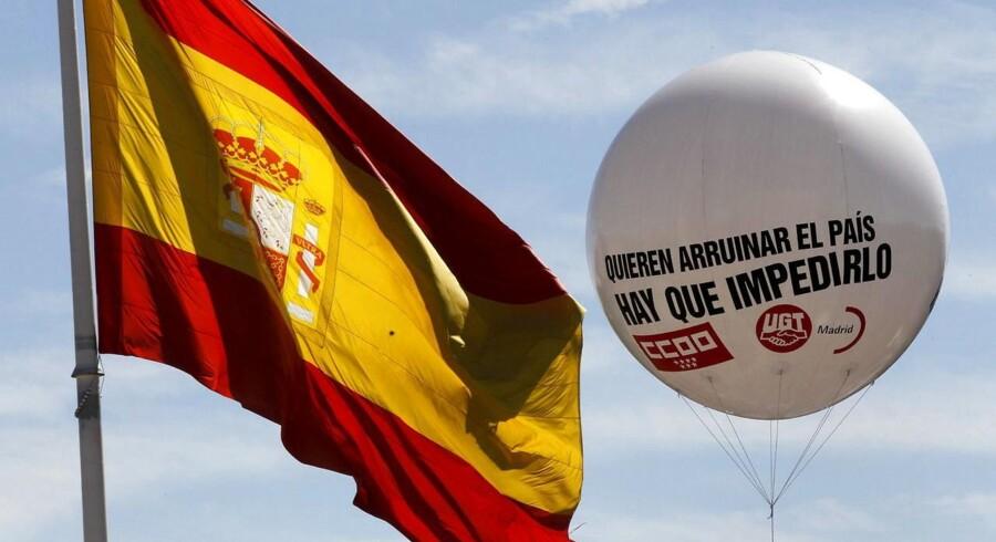 """""""De vil ruinere landet. Vi vil forhindre det."""" Sådan lyder teksten på en ballon til en demonstration i Madrid mod regeringens spareplaner."""