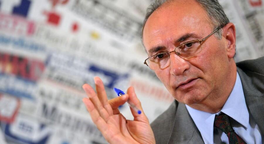 Federico Ghizzoni - chef for den italienske bank Unicredit - er på en hård opgave.