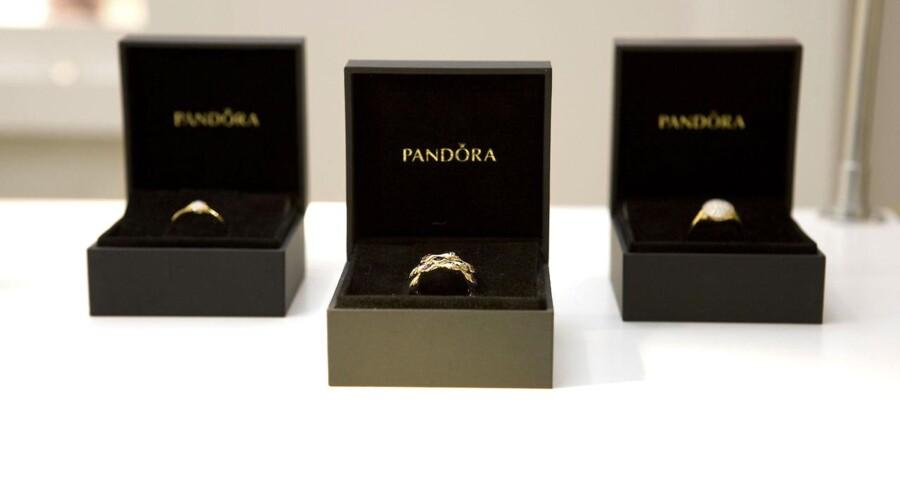 Pandoras problemer med for høje priser har fået smykkekoncernen til at ændre strategi.