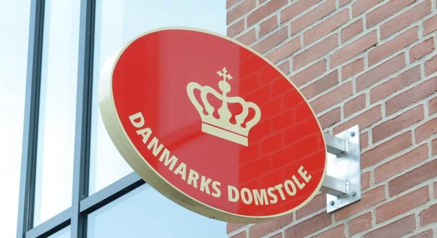 Den 41-årige mand, der blandt andet er sigtet for at have voldtaget to mindreårige, har erkendt overgrebene ved retten i Odense.