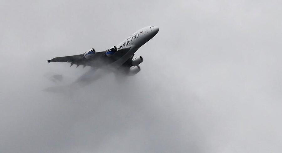 Her ses en Airbus A380 til flyopvisning i Farnborough, England, sidste år.