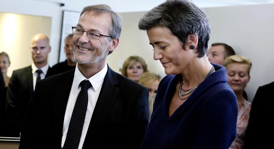 Erhvervs- og vækstminister Ole Sohn (SF) og Økonomiminister Margrethe Vestager (R) er meget tilfredse med aftalen, der indfører et mellemled i handlen med såkaldte derivater. Arkivfoto.