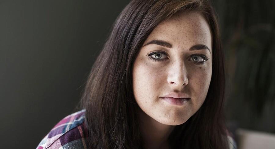19-årige Anna Rolandsen har siden 13-årsalderen levet med diagnosen narkolepsi. Det betyder en hverdag, hvor hun ofte må give efter for søvnen, og hun har gennem årene haft flere voldsomme episoder på grund af sygdommen.
