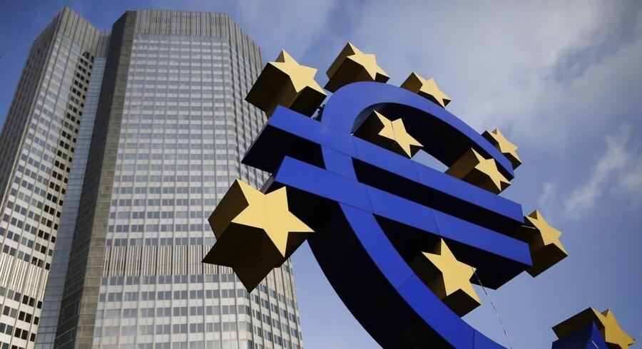 Det nye fælleseuropæiske banktilsyn kommer til at ligge sammen med Den Europæiske Centralbank (ECB) i Frankfurt. Hvor tæt tilknytningen i praksis skal være til den stadig mere magtfulde centralbank er dog stadig et uafklaret spørgsmål.
