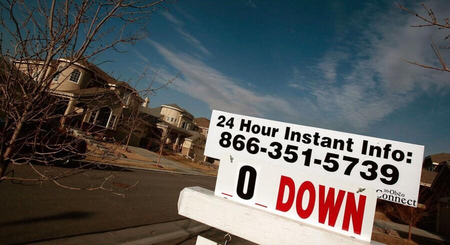 Antallet af tvangsauktioner eksploderede i forbindelse med finanskrisen i USA, der brød ud i lys lue i 2008. Her et billede fra det i år byen Henderson, Colorado, hvor en hel stribe ejendomme er sat til salg, uden at der har meldt sig nogen købere.