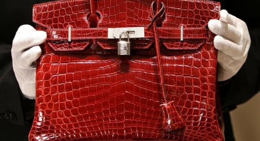 Her ses den eftertragtede Birkin-taske fra Hermès.