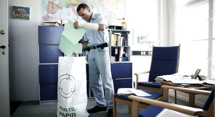 Helge Adam Møller pakker sit kontor ned efter 20 år i Folketinget.