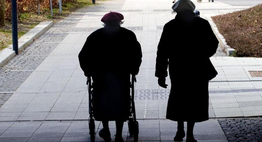 I stedet for at hælde sin pensionsopsparing ned i et stort, sort hul – hvor de så måske, måske ikke giver tilstrækkeligt til at gå alderdommen glad i møde, kan afkastet bringes frem i lyset ved at investere midlerne i f.eks. en 30-årig obligation.