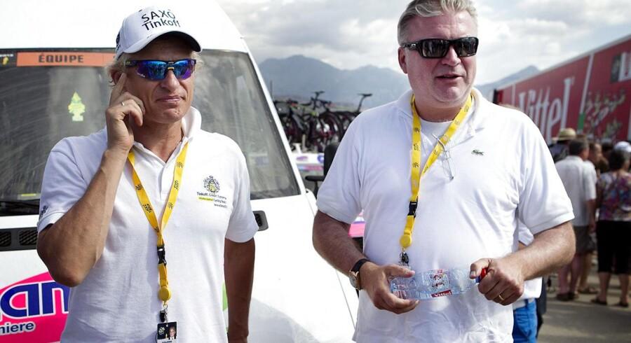 Oleg Tinkov (tv) og Saxo Bank-direktør Lars Seier (th) dannede længe et sponsormakkerskab omkring det først danske og sidenhen russiske cykelhold. Nu stopper Saxo Bank deres sponsorat.