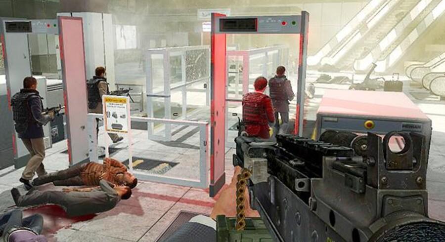 »Call of Duty: Modern Warfare 2«, som indtjente mere end 550 millioner dollar i løbet af sine første fem dage på markedet, indeholder blandt andet en kontroversiel bane, hvor man som terrorist skal skyde uskyldige civile i en lufthavn.