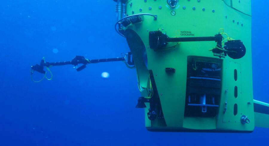 I sin specialbyggede undervandsbåd »Deepsea Challenger« har instruktøren bag filmene »Titanic« og »Avatar«, James Cameron, som den første solodykker nogensinde nået bunden af Marianergraven i det vestlige Stillehav. Her ses båden un der en test.