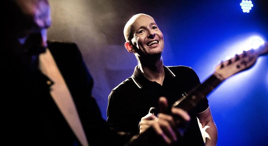 Love Shop spillede koncert med Jens Unmack i forgrunden fredag aften i Viften i Rødovre. Det var deres turnéstart, der blev skudt i gang.