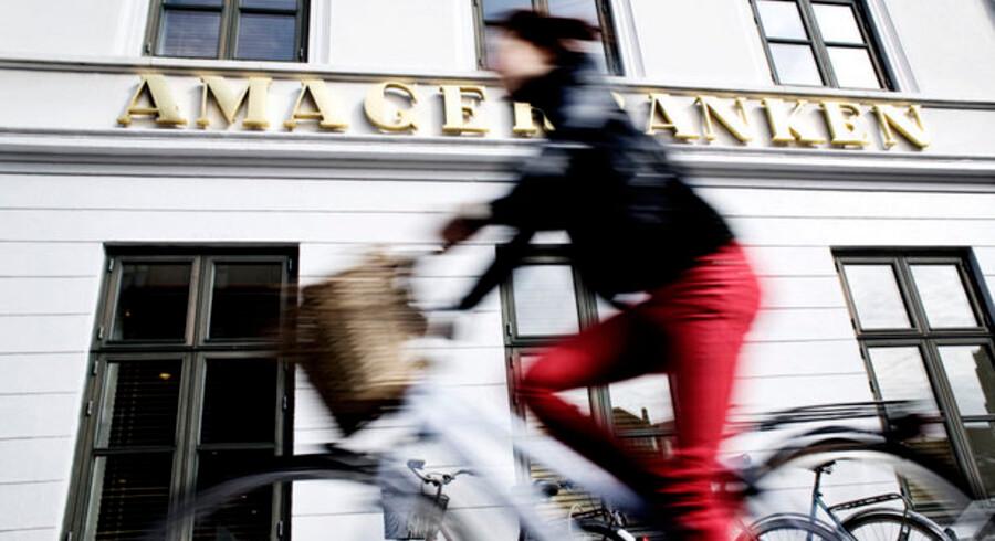 Amagerbanken kom ud med plus både på kvartalet og halvåret, men advarer om at de store kunder er pressede.