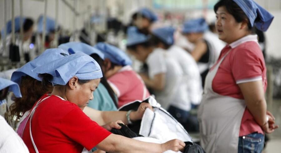 IMF forventer, at Kinas økonomi i 2014 vokser med ca. 7,75 pct., hvilket er godt en halv procent lavere end det oprindelige skøn på 8,2 pct.