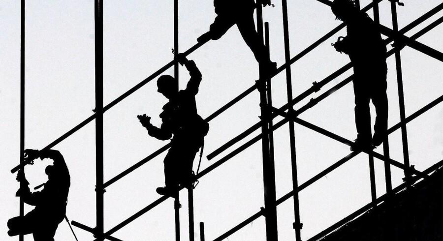 Bygningsarbejderne i Beijing har stadig noget at lave - den økonomiske vækst er på vej ned.