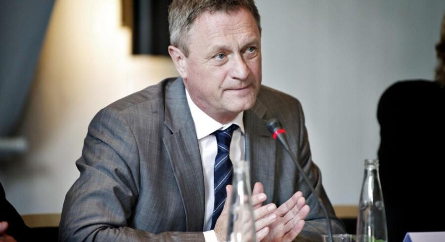 De økonomiske Vismænd med Hans Jørgen Whitta-Jacobsen forudser, at dansk økonomi skrumper til næste år, og at væksten kun langsomt vil vende tilbage i 2014.