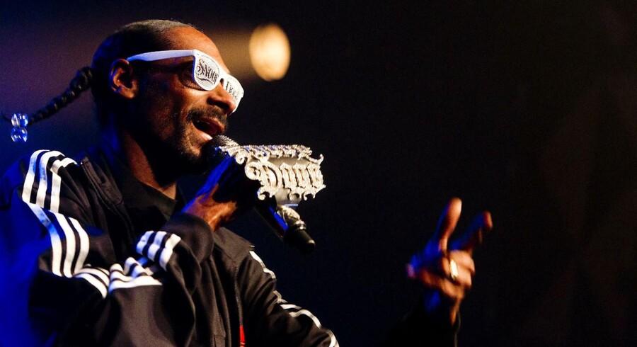 Den amerikanske West Coast rapper Snoop Dogg lod vente på sig i 100 minutter i Store Vega. Til gengæld spillede han i 55.